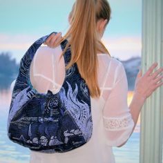 SO thrilled to share the Laney Hobo Bag by Alicia of Swoon Sewing Patterns!! This is a free downloadable pattern, available now on our website. Learn more on our blog today and get ready to envelop yourself in a bag-sewing-frenzy ❤️ @swoonalicia #swoonforpellon #swoonsewingpatterns #pellonprojects #pellonproducts