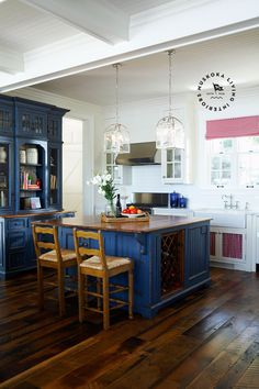 Loving the blue hutch and island.