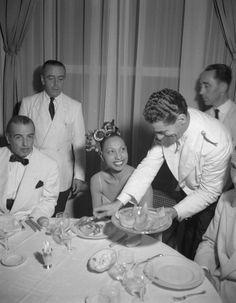 43-year-old Josephine Baker being served prosciutto & melon in Venice in 1949. Photo by Archivio Cameraphoto Epoche/Getty Images.