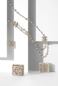 Long necklace, metal, fantasy pearls & plexiglas-gold & pearly white - CHANEL