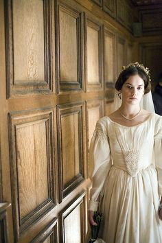 Ruth Wilson in the title role of Jane Eyre (TV Mini-Series, 2006).