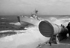 Boote vom Typ P 6 in Formation - Bild: Archiv Flohr.  DDR BFD