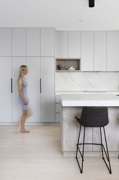 Stone Bench, Stone Slab, Stone Tiles, Classic Kitchen, Beach Kitchens, Ikea Kitchens, Kitchen Benches, Interior Photography, Minimalist Kitchen