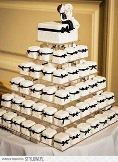 Bekijk de foto van cynthia-sk met als titel trouwen trouwerij weddingcake wedding party bruiloft bruidstaart the big day en andere inspirerende plaatjes op Welke.nl.