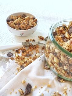 Du granola maison aux noisettes et pépites de chocolat bio c'est quand même mieux que des cochonneries pleines de pesticides non ? et bien voilà la recette