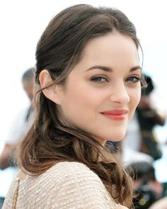 Natural Beauty Skincare Hacks – Lesson 5 - About a Beauty Case Marion Cotillard Style, Soft Classic Kibbe, French Makeup, French Beauty Secrets, Beauty Tips, Beauty Makeup, Hair Makeup, Natural Beauty Remedies, Orange Lips