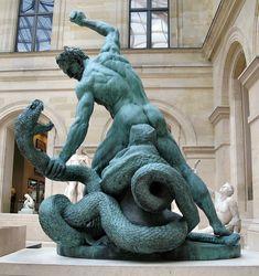 Héroe de la mitología griega. Hércules era hijo natural de Zeus y de Alcmena, una reina mortal, aunque fue adoptado por Anfitrión