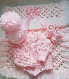 New baby crochet blanket girl pink free pattern 35 ideas Crochet Throw Pattern, Baby Cardigan Knitting Pattern Free, Baby Boy Knitting Patterns, Baby Blanket Crochet, Baby Patterns, Knitting Baby Girl, Pull Bebe, Baby Pullover, Knitted Baby Clothes