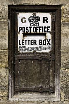 Puertas del mundo /  Post Office door