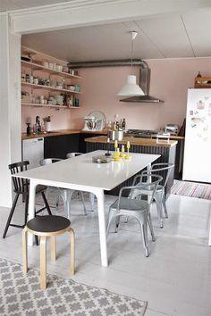 Cocina en rosa y negro | Decorar tu casa es facilisimo.com