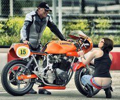 Laverda & girls Foto e video Vintage Bikes, Vintage Motorcycles, Motorcycle Posters, Motorcycle Humor, Biker Quotes, Biker Girl, Street Fighter, Custom Bikes, Cool Bikes