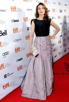 "Carice van Houten An ill-fit and awkwardly tiny rosettes left Carice Van Houten's red carpet look amiss at the premiere of ""The Fifth Estate."" on Sept. 5. As her skirt balloons at the knee and drags"