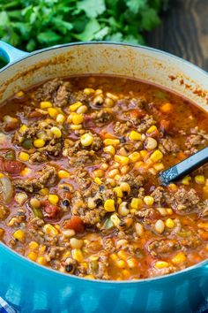 Black-Eyed Pea and Sausage Chili is a hearty and meaty southern chili filled with black-eyed peas, corn, tomatoes, ground beef, and Italian sausage. Serve with cornbread for a filling cold weather meal. Chilli Recipes, Bean Recipes, Soup Recipes, Ground Beef Chili, Ground Beef Recipes, Ground Italian Sausage Recipes, Italian Sausages, Black Eyed Pea Soup, Black Eyed Pea Chili Recipe