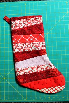 For my fellow pinners who are in to DIY. Quilted Christmas ... : quilted stocking patterns - Adamdwight.com