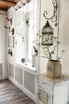 Flower vases, sometimes different … simple these hanging vases. All summer I fill it with my flowers from my own garden. Source by diydecohome Room Divider Curtain, Hanging Vases, Plant Decor, Flower Vases, Farmhouse Decor, Kitchen Decor, Sweet Home, Shabby Chic, Room Decor