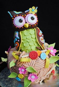 Owl Cake- want to try but need to find some way to avoid all the fondant... It's so gross! May have to find a good marshmallow fondant recipe.