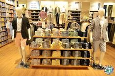 Uniqlo Philippines at the SM Mall of Asia: The Experience