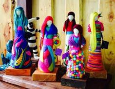 Resultado de imagem para escenas con fieltro vellon Wool Needle Felting, Felt Fairy, Textiles, Felt Dolls, Paper Mache, Felt Crafts, Mixed Media Art, Wool Felt, Projects To Try