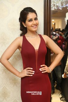 Raashi Khanna In Maroon Dress At Manepally Jewellers Forevermark Diamonds Launch - Tollywood Stars Maroon Gowns, Maroon Dress, Beautiful Bollywood Actress, Beautiful Indian Actress, Beautiful Women, Indian Heroine Photo, Hot Images Of Actress, Glamour Ladies, Cute Girl Photo