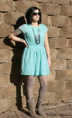 A sweet mint green dress. Click to see more pictures on the blog!