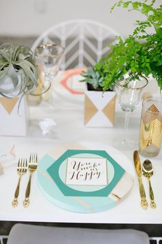Modern, geometric wedding inspiration | Photo by Alders Photography | Read more - http://www.100layercake.com/blog/?p=70726