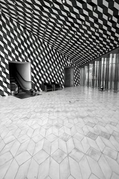 Casa da Música, Porto - Contrast in tiling floor to ceiling but continuous