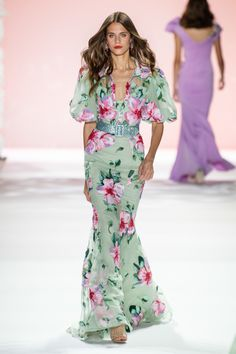 Badgley Mischka Spring 2020 Ready-to-Wear Fashion Show : Badgley Mischka Spring 2020 Ready-to-Wear Fashion Show - Vogue The complete Badgley Mischka Spring 2020 Ready-to-Wear fashion show now on Vogue Runway. Fashion 2020, Fashion Week, Runway Fashion, Fashion Show, Women's Fashion, Fashion Trends, Floral Fashion, Fashion Dresses, Maxi Dresses