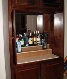 How To Repurpose an Outdated TV Armoire - Trend Furniture Diy Refurbished 2019 Bar Armoire, Grande Armoire, Bar Furniture, Furniture Projects, Furniture Makeover, Basement Furniture, Furniture Dolly, Kitchen Furniture, Wood Projects