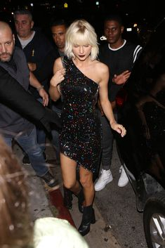 Taylor Swift sparkles as she arrives at Gigi Hadid's 21st Birthday Party