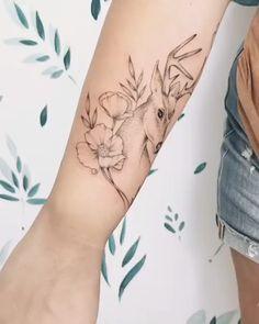 Cervo e flores em fineline - Tatuagem super delicada criada pela tatuadora Doce Freire (Docefreire). Model Tattoos, Sexy Tattoos, Body Art Tattoos, Sleeve Tattoos, Tattoos For Guys, Targaryen Tattoo, Tattoos For Women Small, Small Tattoos, Tattoos Verse