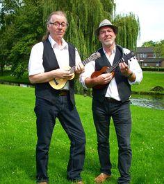 Iedereen speelt gitaar, zelfs @dijkshoorn doet het. Dus doe eens wat anders. Leer ukulele spelen.