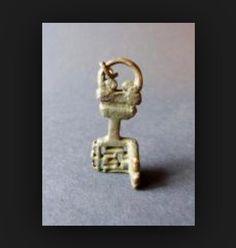 Gallo-Roman key. Antique Keys, Vintage Keys, Knobs And Knockers, Door Knobs, Skeleton Key Lock, Key Player, Under Lock And Key, Old Keys, Padlocks