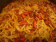 Jollibee Filipino spaghetti = the BEST! Filipino Dishes, Filipino Desserts, Filipino Recipes, Asian Recipes, Filipino Food, Filipino Pancit, Asian Foods, Jollibee Spaghetti Recipe, Spagetti Recipe