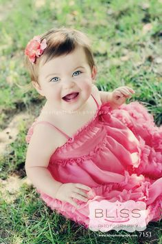 9 month old baby portrait by Bliss Photography Cute Little Baby, Baby Love, Cute Babies, Toddler Photography, Newborn Photography, Outdoor Photography, Photography Ideas, Baby Pictures, Baby Photos