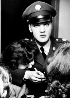 Elvis Presley is on his way back to the United States soon to be discharged from active army duty on March hugs a ladies neck signing an autograph for her in Scotland at 'Prestwick' airport on March Elvis Presley Army, Elvis Presley Photos, Priscilla Presley, Are You Lonesome Tonight, Elvis Today, Army Day, Young Elvis, Nancy Sinatra, Graceland