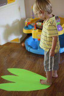 Dinosaur - Measuring with Dinosaur Feet {I Can Teach My Child!}