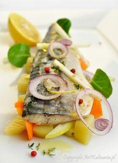 Makrela w białym winie z dodatkiem cytryny i ziół Fish And Seafood, Caprese Salad, Insalata Caprese