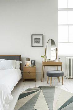 jolie chambre a coucher avec interieur moderne et coiffeuse avec miroir ikea