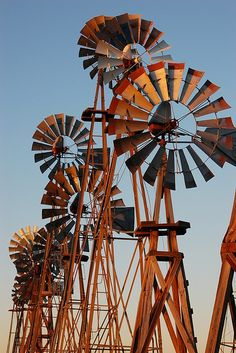 WOW Love this group of charming old windmills! ♥Old Windmills, Vintage Windmills, Rustic Windmills, Country Windmills, Windmill Parts! Vive Le Vent, Old Windmills, Windmill Art, Farm Windmill, Water Mill, Water Tower, Le Far West, Old Barns, Le Moulin