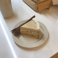 coffee café light beige white light aesthetic beige aesthetic minimalistic clothes kawaii ethereal beauty japanese aesthetic korean fashion style street style white aesthetic r o s i e Kawaii Cooking, Good Food, Yummy Food, Cafe Food, Aesthetic Food, White Aesthetic, Brunch, Dessert Recipes, Desserts