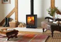 Combining cutting edge technology with advanced firebox engineering, this state-of-the-art wood burning and multi-fuel stove features a Cleanburn triple airflow system that reduces emissions to minimal levels, making it compliant with Ecodesign standards. Small Wood Burning Stove, Log Burning Stoves, Wood Burning Fires, Contemporary Gas Fires, Small Fireplace, Modern Fireplace, Fireplace Ideas, Multi Fuel Stove, Wood Store