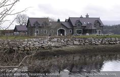 Courtyard style large residence with outbuilding in U shape along the shore of Kenmare Bay Ireland. Simple Style, House Design, Mansions, House Styles, Architects, Ireland, Exterior, Shape, Manor Houses