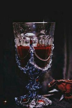 Ideas For Fantasy Art Vampire Blood Queen Aesthetic, Gothic Aesthetic, Dracula, Vampire Diaries, Arte Obscura, Character Aesthetic, The Villain, Dark Fantasy, Fantasy Art