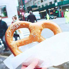 ニューヨークに行ったらコレは絶対食べたいプレッツェル
