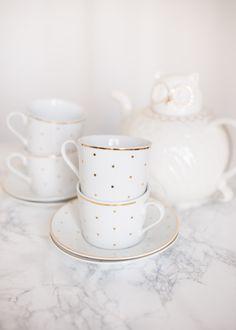 Blog-Mode-And-The-City-Lifestyle-Cinq-Petites-Choses-167-vaisselle-pois-dores-maison-monde-or