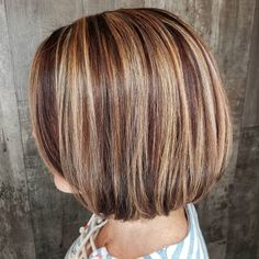 15 Mahogany Hair Color Shades You Have to See Chunky Highlights, Blonde Highlights, Mahogany Hair, Barrel Curls, Hair Color Shades, Coarse Hair, Short Hair With Layers, Copper Hair, Latest Hairstyles