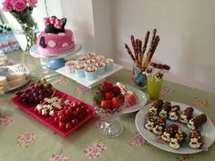 Easy peesy party food for kids children mini mouse cake
