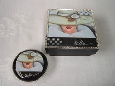 Ref.NVA-1048 Caixa de mdf e sabonete com  pintura, decoupage e aplicação de espelhinhos. Valor do frete não incluso no preço. R$24,90
