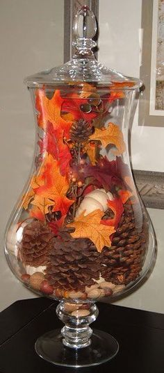 From centerpieces and mantel decor to wreaths and outdoor fall decorations, you will find the best DIY fall decor ideas to decorate every inch of your home! Thanksgiving Crafts, Fall Crafts, Holiday Crafts, Holiday Ornaments, Thanksgiving Table, Thanksgiving Centerpieces, Autumn Decorating, Decorating On A Budget, Decorating Games