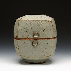 Warren MacKenzie Stoneware, gray glaze 2009 stamped/signed by artist click the image or link for more info. Modern Ceramics, Contemporary Ceramics, Organic Ceramics, Ceramic Boxes, Ceramic Plates, Raku Pottery, Pottery Art, Earthenware, Stoneware